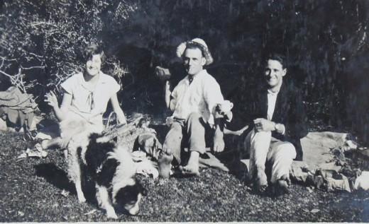 John W. Newdigate album - picnic with Una at Noetzie River